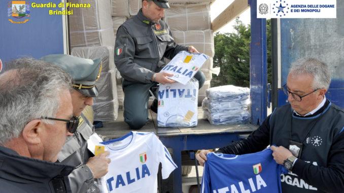 """fb2d3c37c0 Dopo il recente sequestro di """"felpe"""" con il logo contraffatto della  nazionale italiana, i militari della Compagnia della Guardia di Finanza  Brindisi, ..."""
